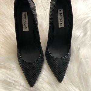 Steve Madden: Black Heels
